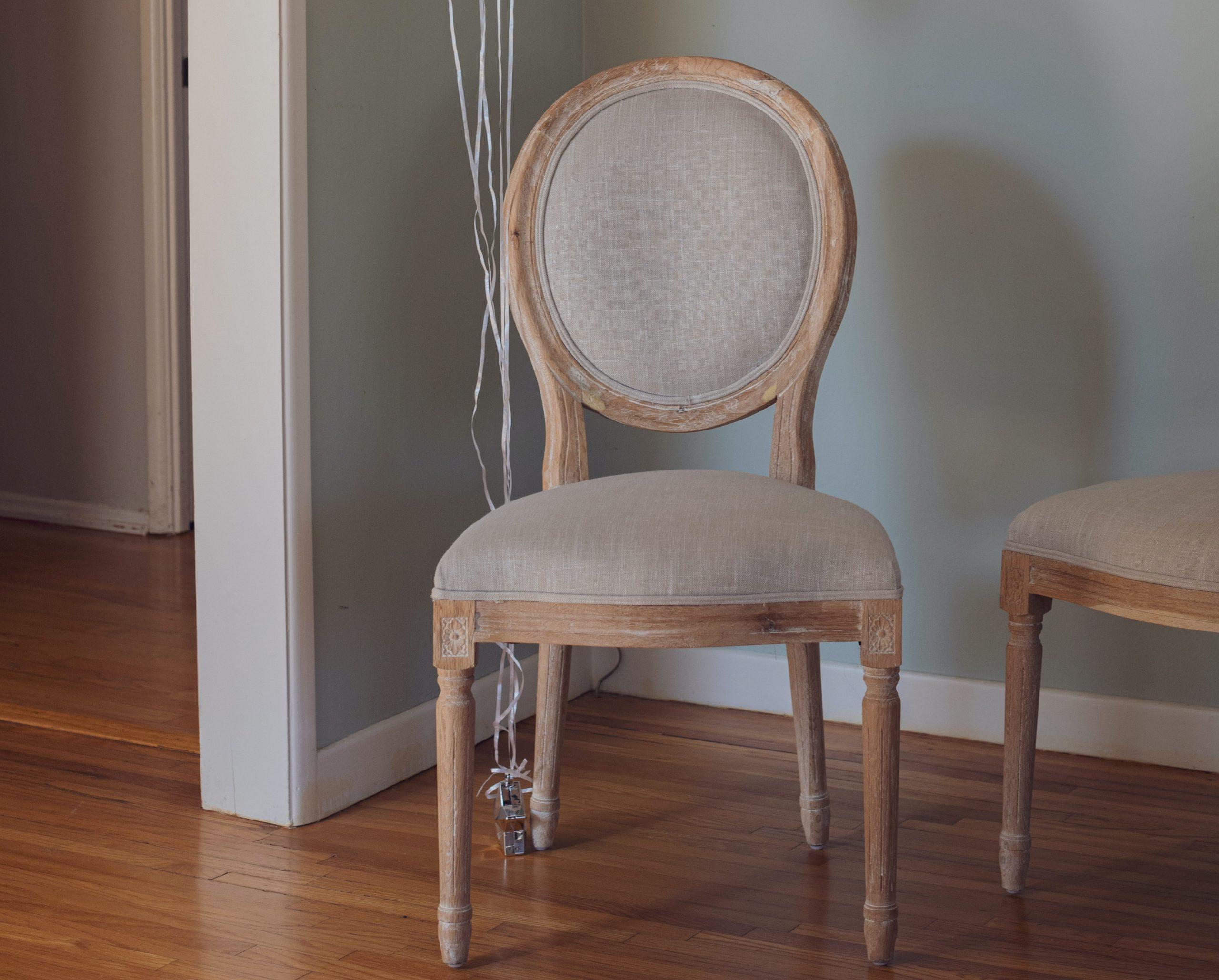Comment restaurer une chaise Louis XVI ?