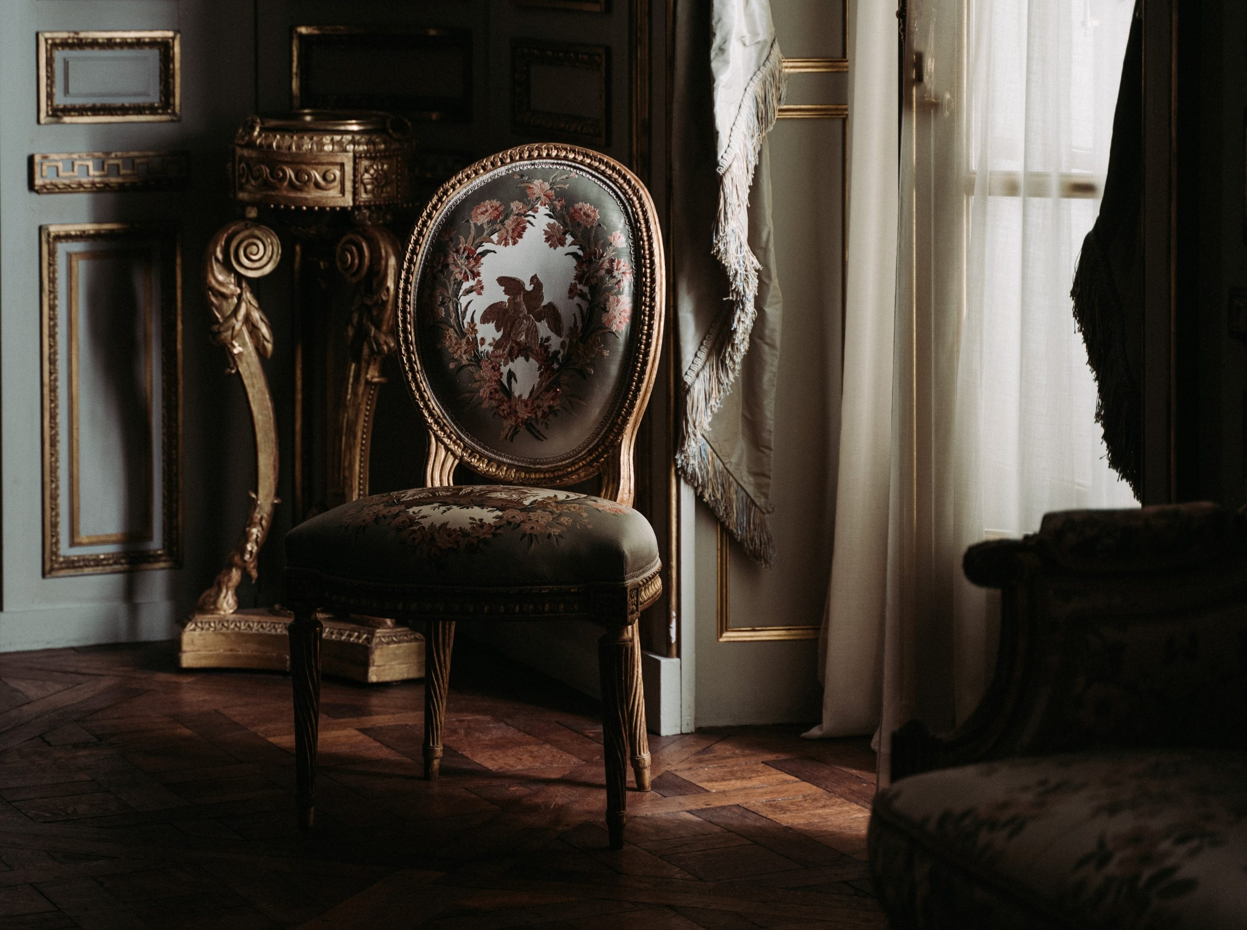 Comment reconnaître une chaise Louis XVI ?