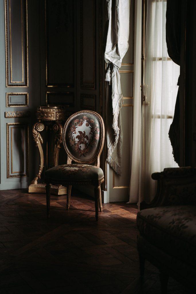 Un petit peu d'histoire sur la chaise Louis XVI Médaillon